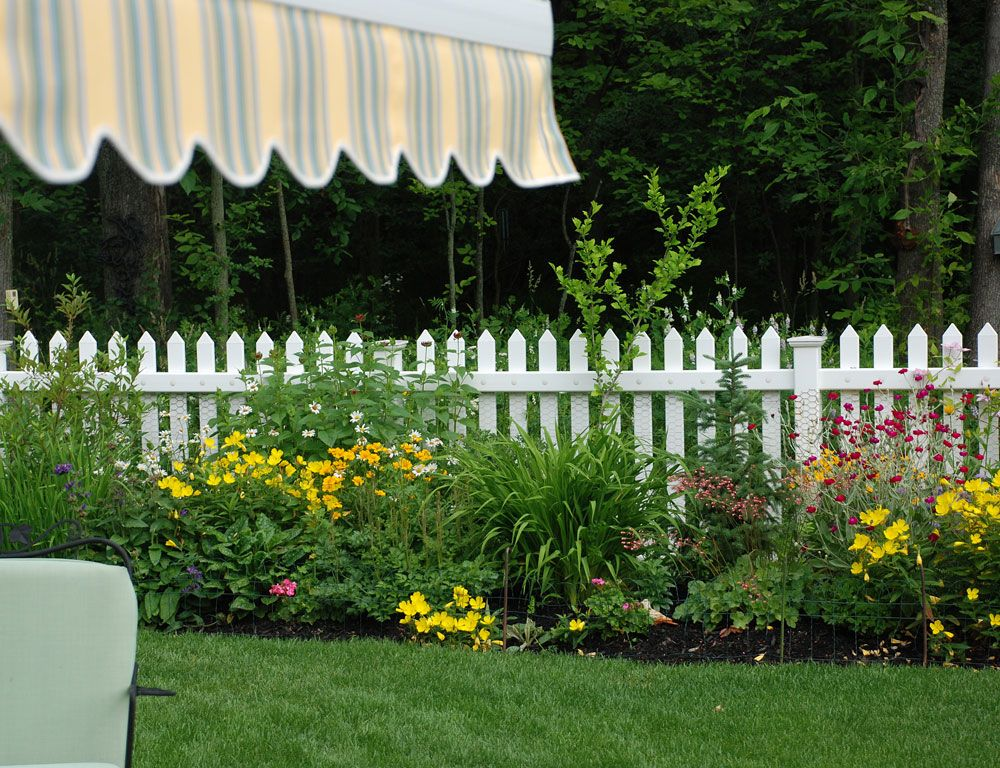 picket fence landscaping ideas | And planting the fence. Does the ...