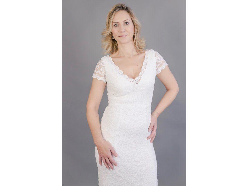 2fefb9a9fad Bílé krajkové pouzdrové šaty elegantní pouzdrové šaty z bílé krajky hlubší  V výstřih na předním i