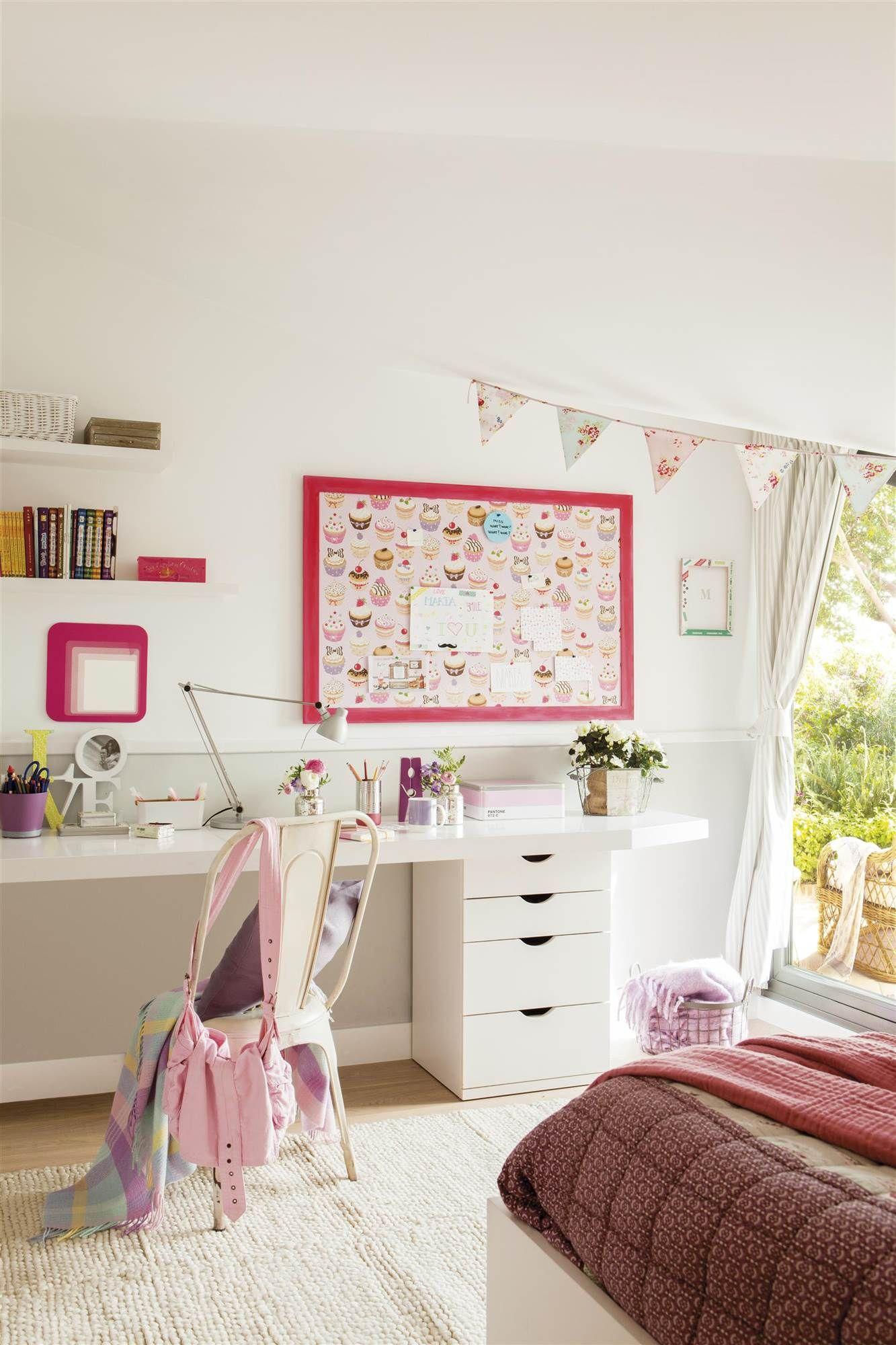 Dormitorio infantil con un alargado escritorio en blanco y - Dormitorio infantil blanco ...