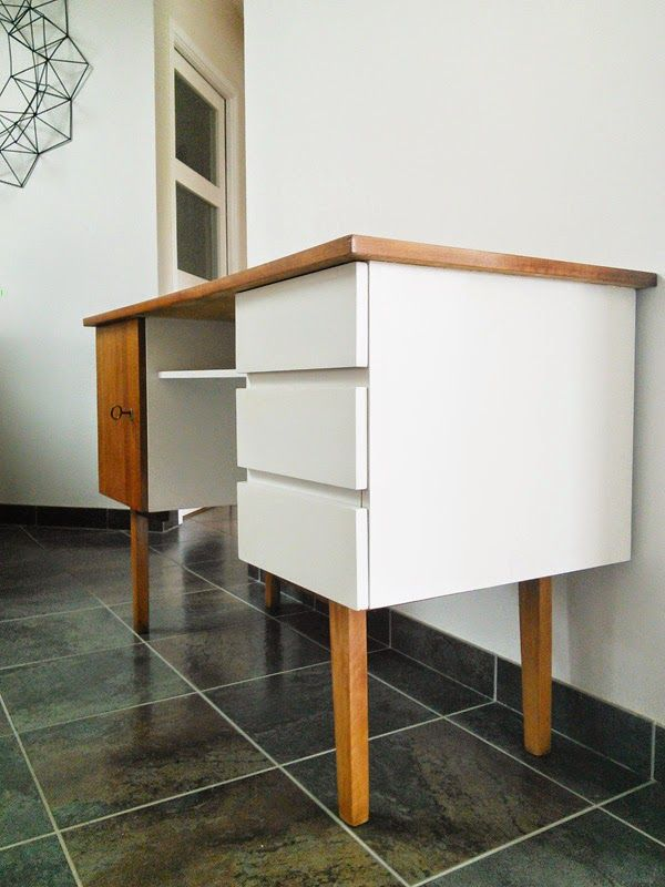 Restauration bureau bois customisation meuble for Customiser un meuble bureau