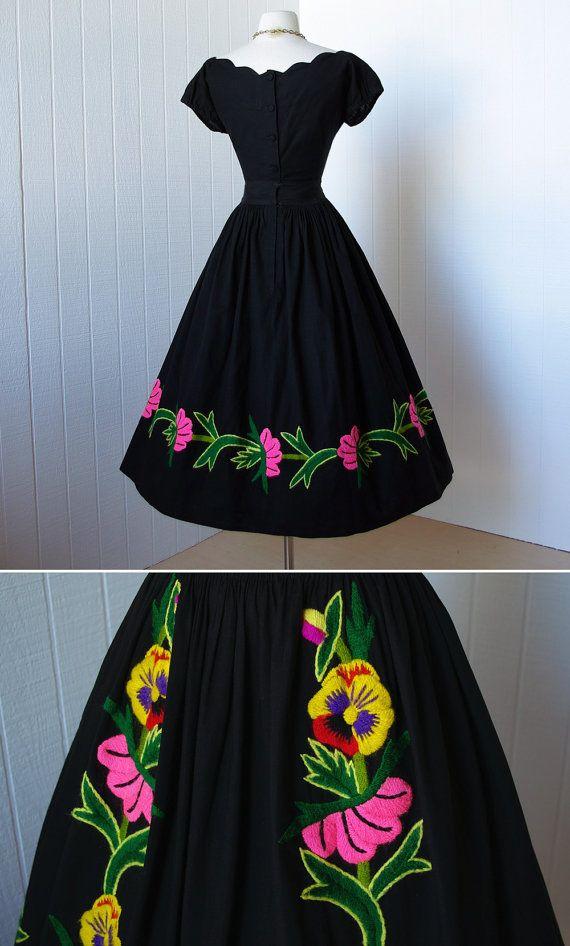 d6fbef671a vestido vintage 1950.. Vestido de algodón negro bordado por traven7 ...