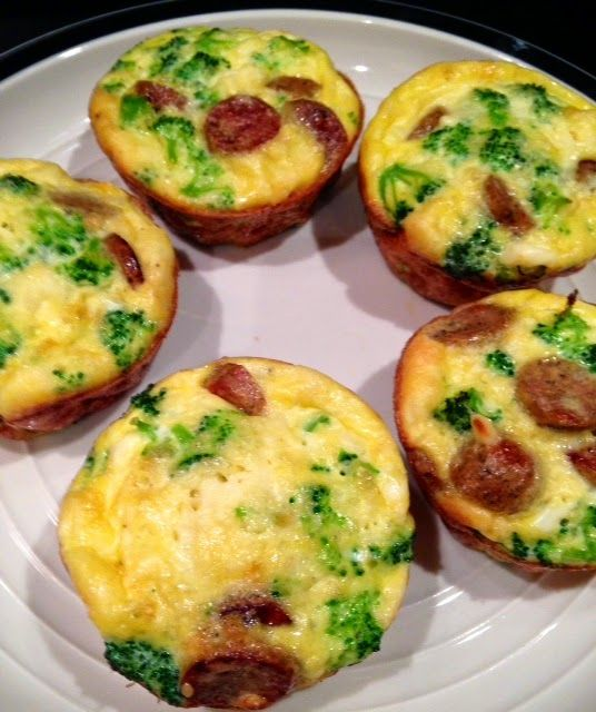 egg muffins with chicken sausage & broccoli http://rosebugblog.blogspot.com/2014/04/egg-muffins-with-chicken-sausage.html