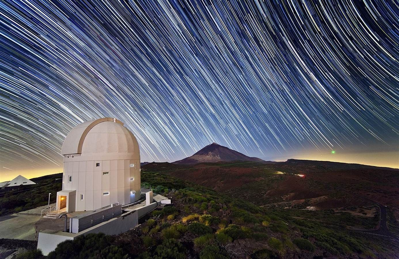 WorldAndScience: Stars streak above the European Space Agency's Optical Ground Station https://t.co/Y8CCN6mFYc
