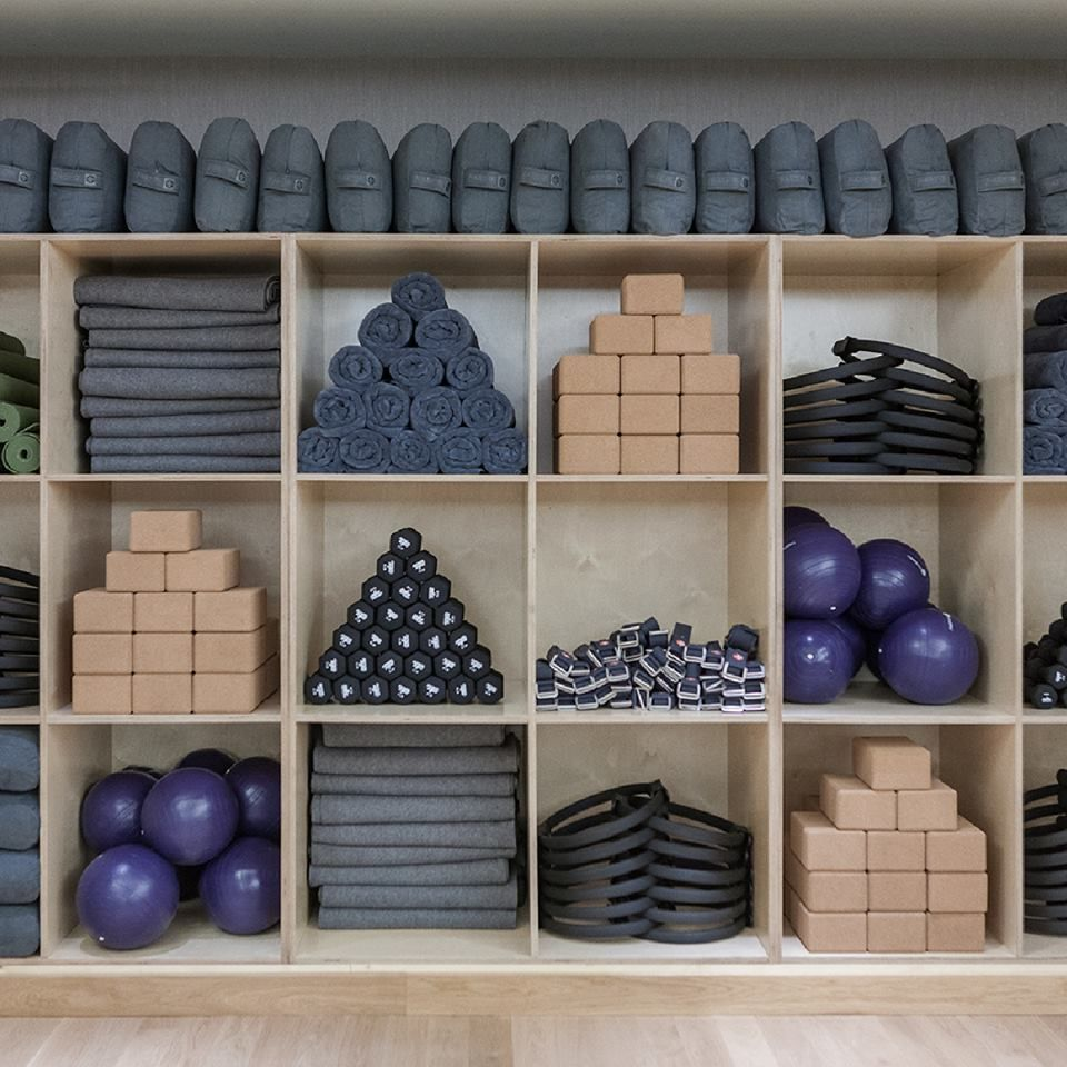 Step your fitness game up with equinox health wellness for Raumgestaltung yoga