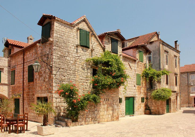 Pin By Crozilla Nekretnine On Kamene Kuce Stone Houses House Styles Real Estate