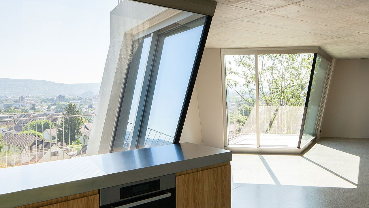 Schräg nach innen eingebaute Terrassen-Schiebeflügel im Dachgeschoss ...
