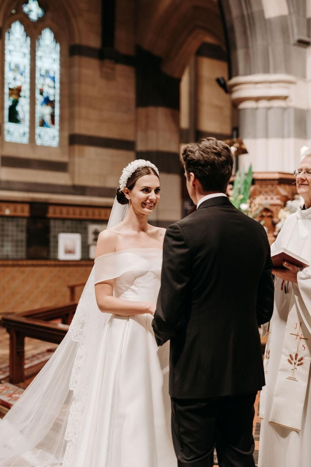 Inside A Classic Melbourne Wedding Set At An Iconic Cathedral In 2020 Melbourne Wedding Vogue Wedding Wedding Sets
