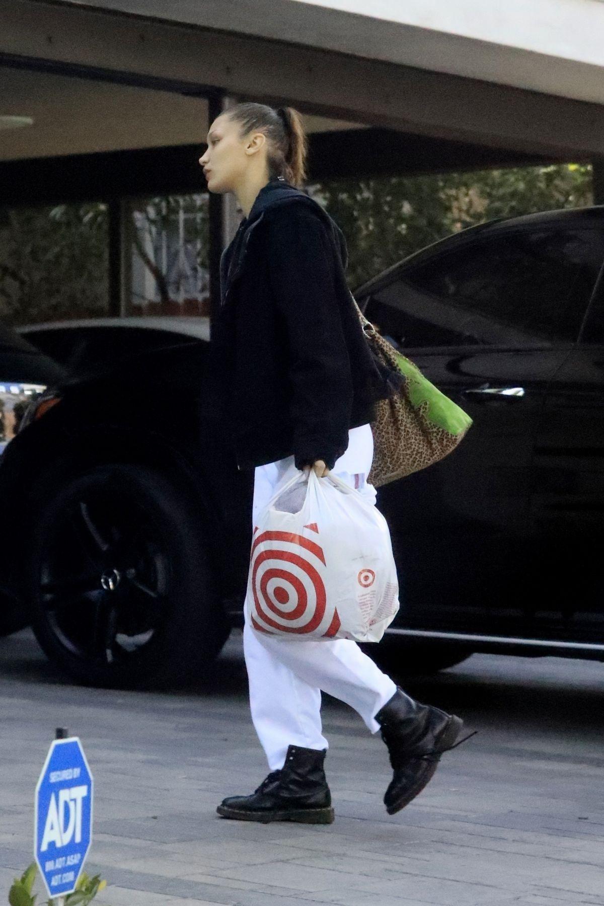 Bella Hadid Shopping at Target in Los Angeles 03/30/2020. #bellahadid #bellahadidstyle #celebrity #fashion #celebrityfashion #celebritystyle #celebritystreetstyle #streetstyle #streetfashion #models