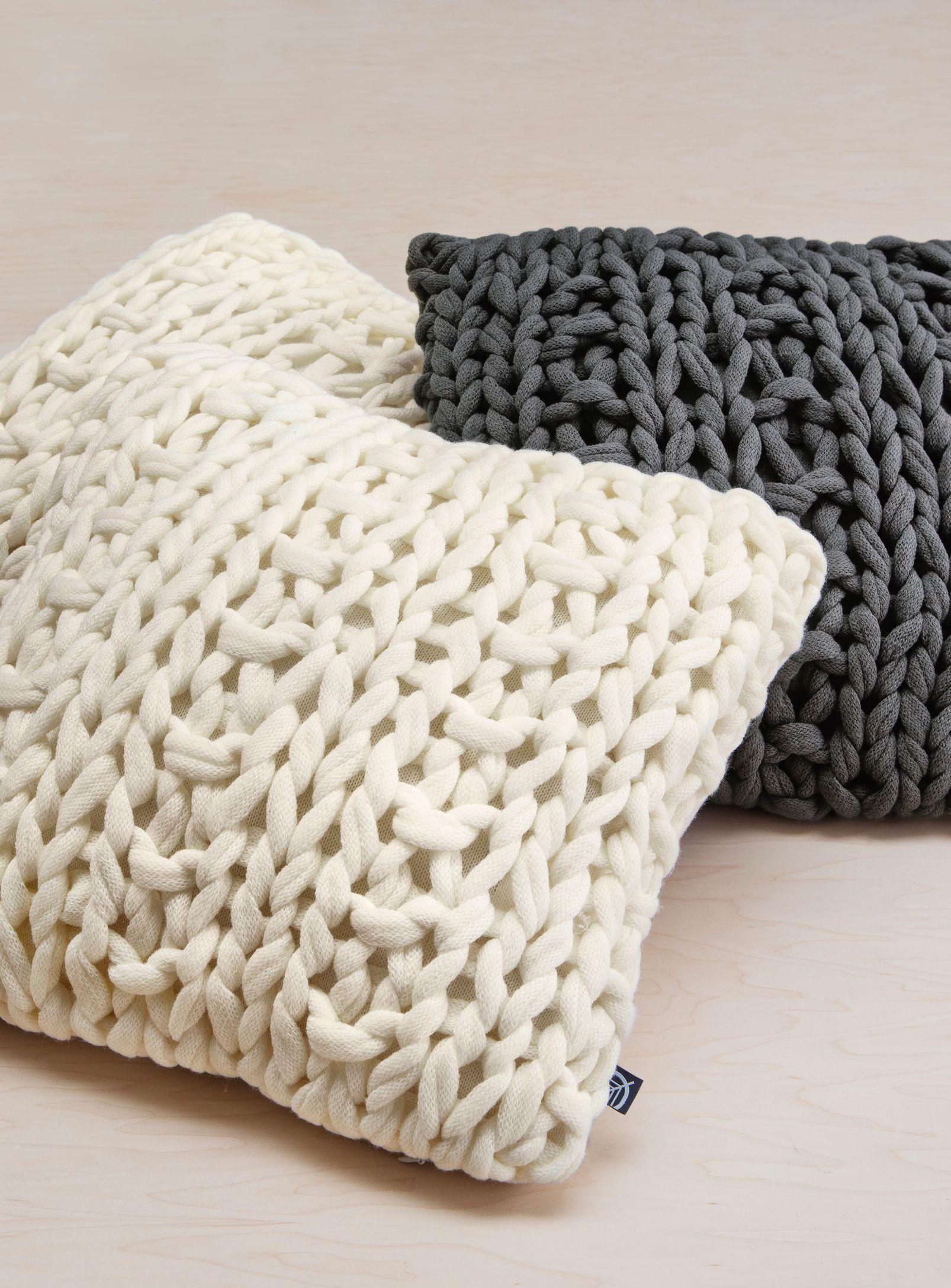 Chunky Knit Cushion Simons Decor Chalet Scandinavian Neutral Maisonsimons Knitted Cushions Scandinavian Cushions Knit Decor