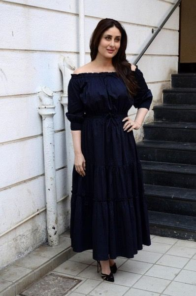 Kareena Kapoor Looks Gorgeous As She Goes Live For Facebook Fans On Valentines Day 2017 Designer Dresses Indian All Black Dresses Dress Indian Style