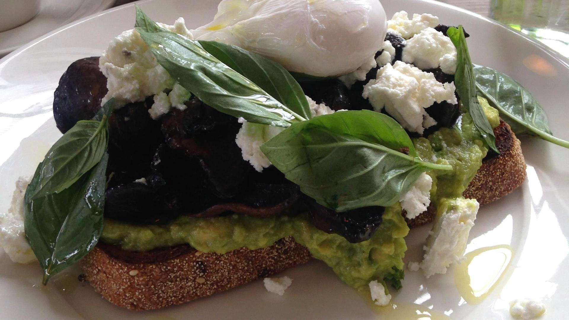 Kermainen ja terveellinen avokado on trendiraaka-aine. Tunnetko jo tämän aamiaiselle sopivan hittiherkun?
