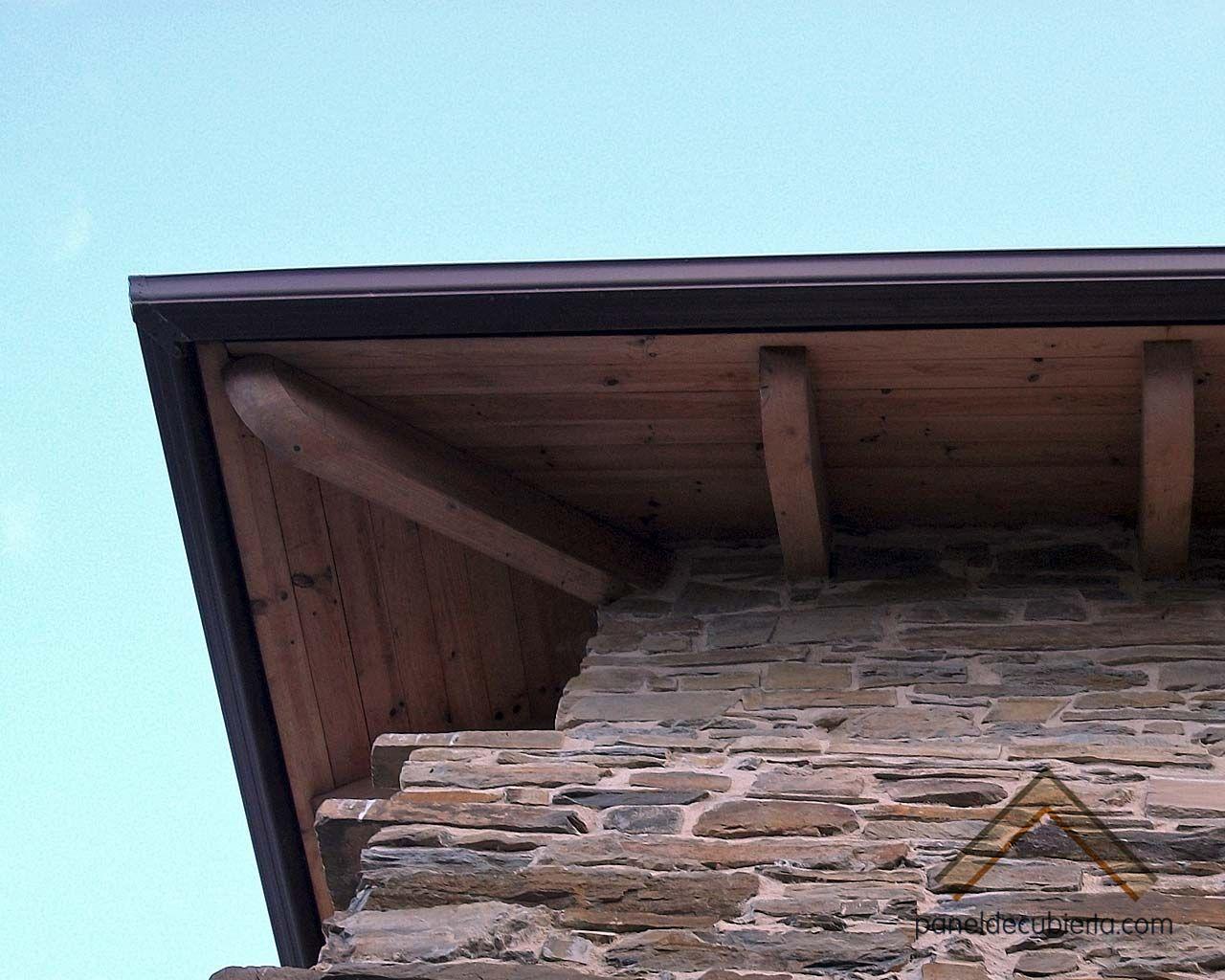 Aleros de panel sandwich de madera para cubiertas. Tono miel ...