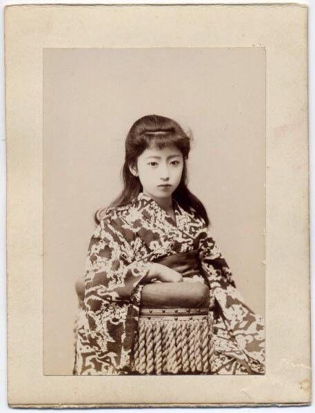 120年前の明治時代の女の子