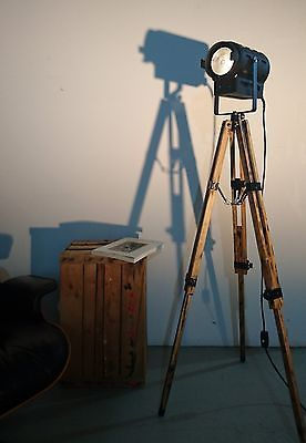 tripod holz stativ steh lampe b hnen scheinwerfer theater industrie design loft in m bel. Black Bedroom Furniture Sets. Home Design Ideas