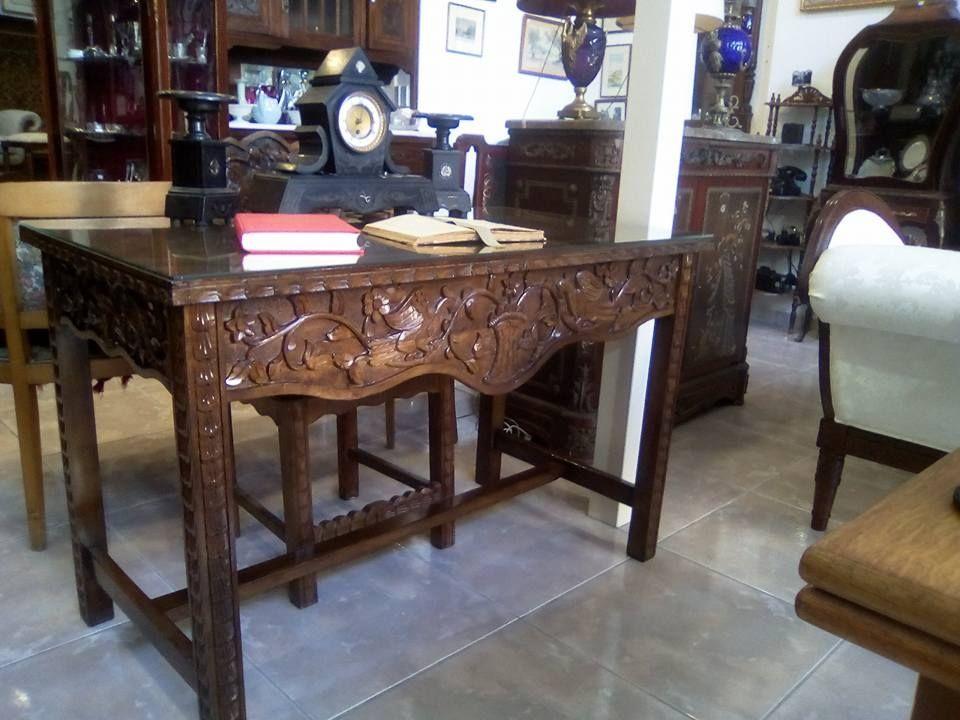 Γραφείο σκαλιστό χειροποίητο με δύο συρτάρια μαζί με καρέκλα διαστάσεων 1,20 μήκος 0,79 ύψος πλάτος ο,65