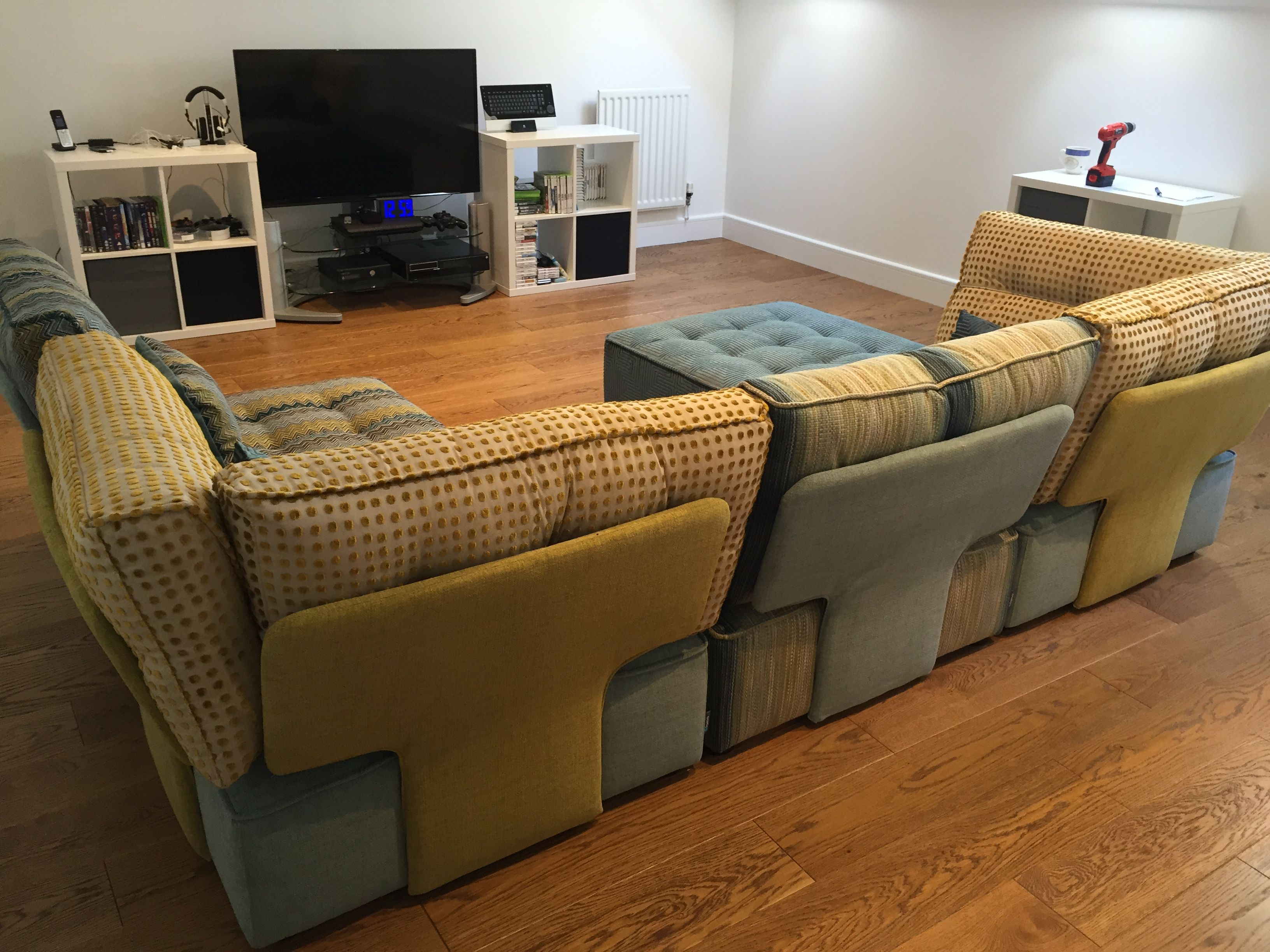Family room seating solution - using flexible fully ...
