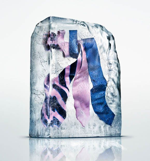 4dbce0fe3eaa7 Freezing clothes in a special way to be photographed. Interesting idea!