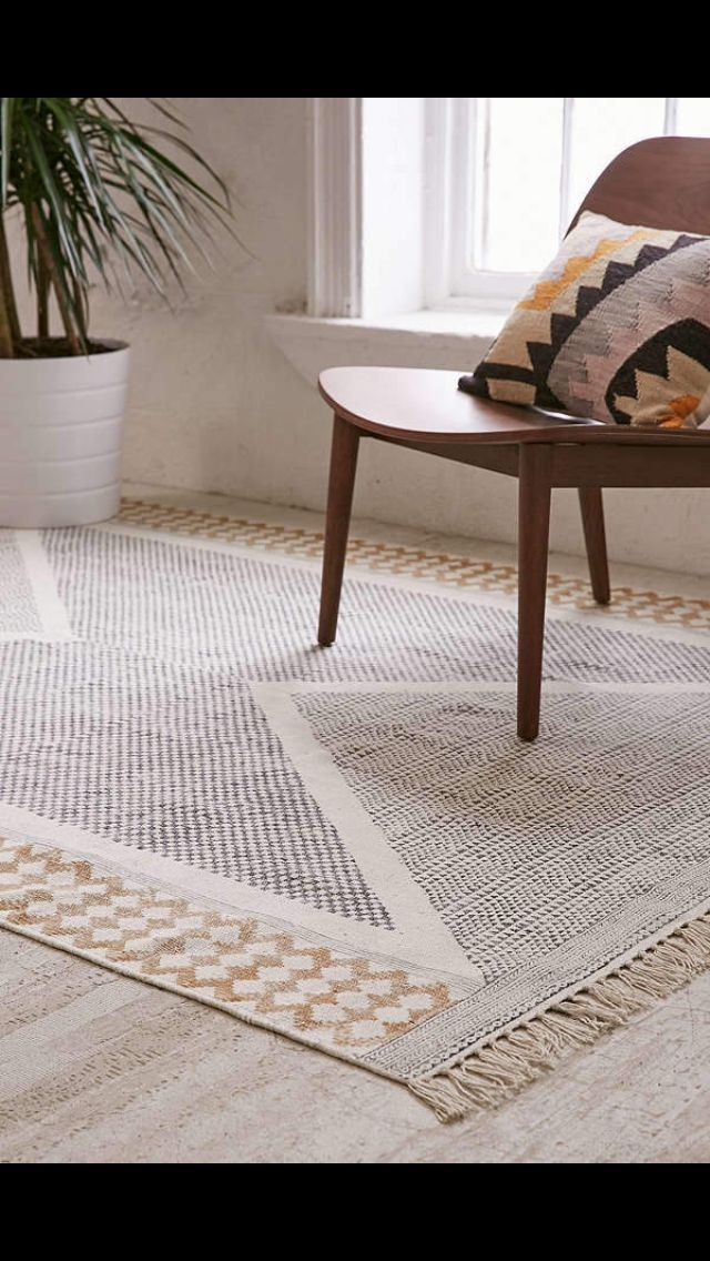 WOW this rug comes in so many different colors and sizes