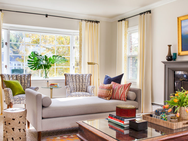 How Meghan Shadrick Mixes Vintage With Modern Chairish Blog Daybed In Living Room Living Room Pieces Living Room Furniture Layout