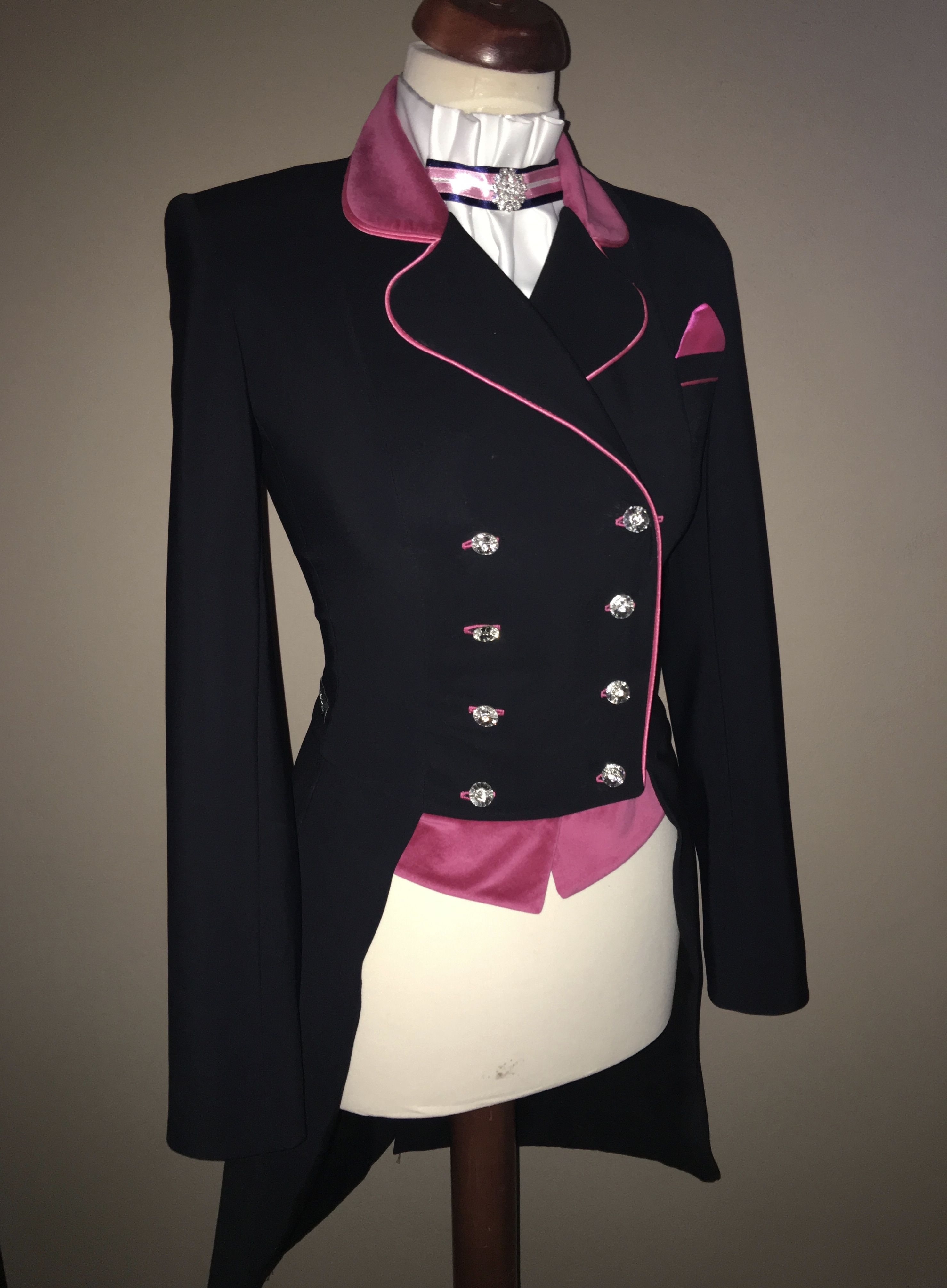 Frack black with pink Swarovski buttons. Lovely dressage coat. Just for  girls  -) 107f0ef107