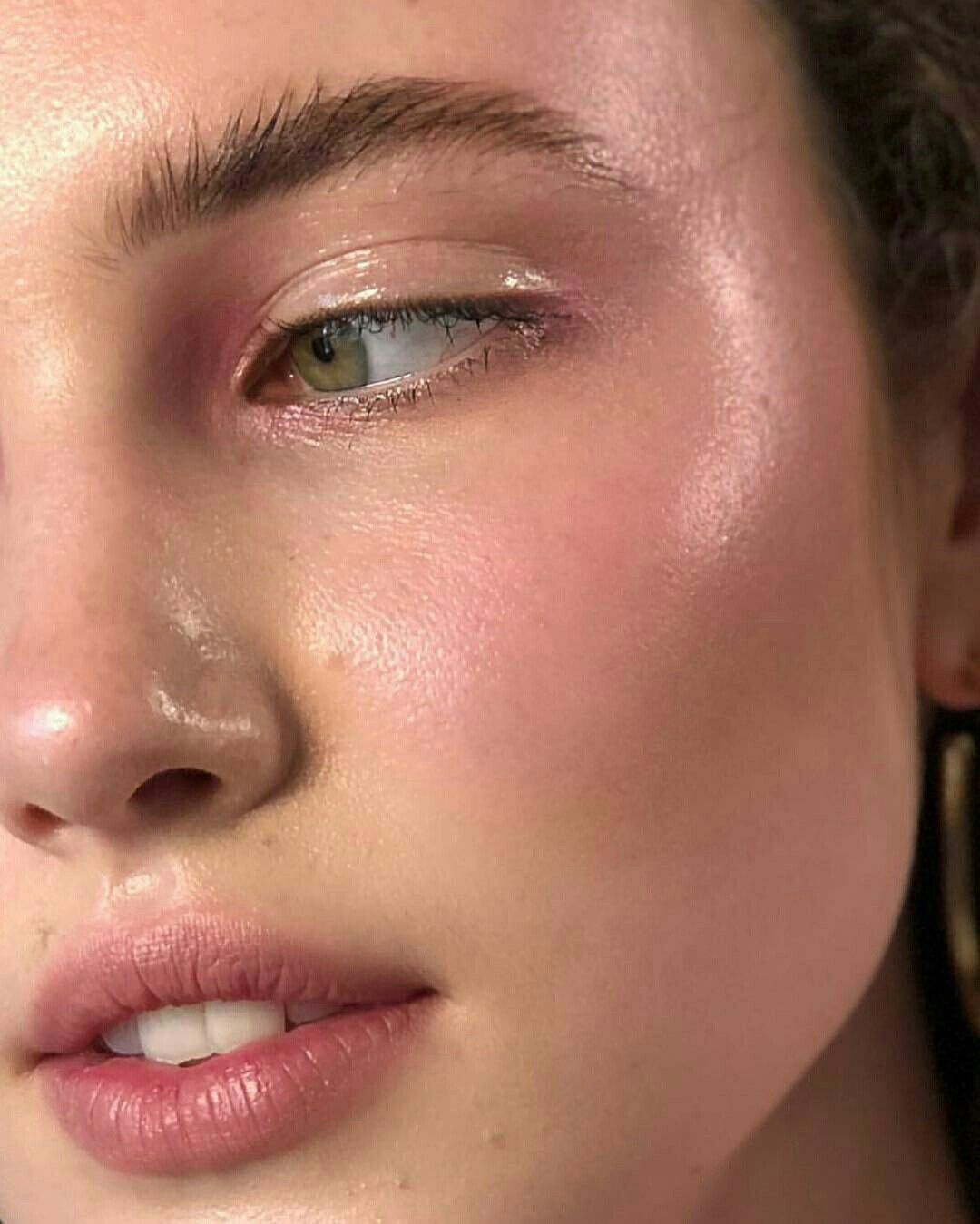 Pin by Maruthi on Visages féminins Glossy makeup