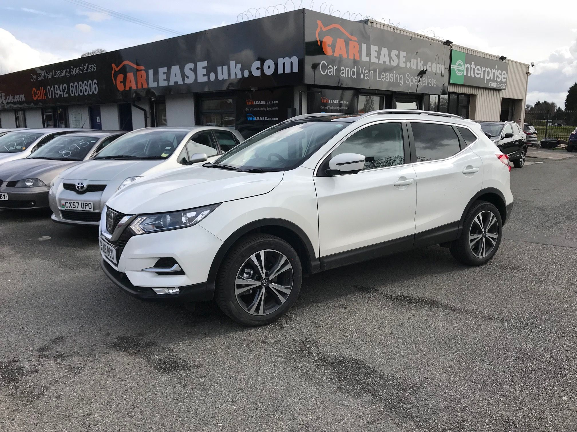 The Nissan Qashqai Diesel Hatchback 1 5 Dci N Connecta 5dr In White Cars Nissan Leasing Nissan Carleasing Nissan Nissan Qashqai Car Deals