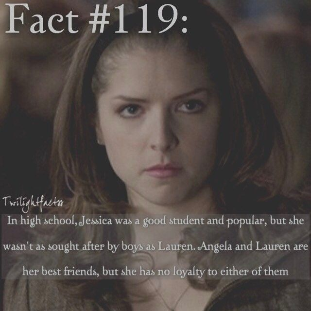 """694 Synes godt om, 8 kommentarer – Twilight Facts (@twilightfactss) på Instagram: """"~ Apparently Batgirl is getting her own movie. I've always wanted more movies about girl…"""""""