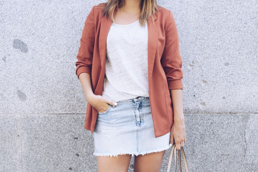 falda denim, minifalda, blazer, fashion, look, outfit, carrie, look formal, blogger, blog de moda, streetstyle, lifestyle, beauty, michael kors