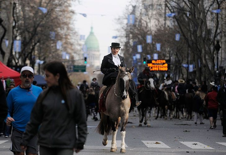 Perfil.com | Fotogaleria | Una multitud festeja la vigilia del Bicentenario en todo el país | Foto 9