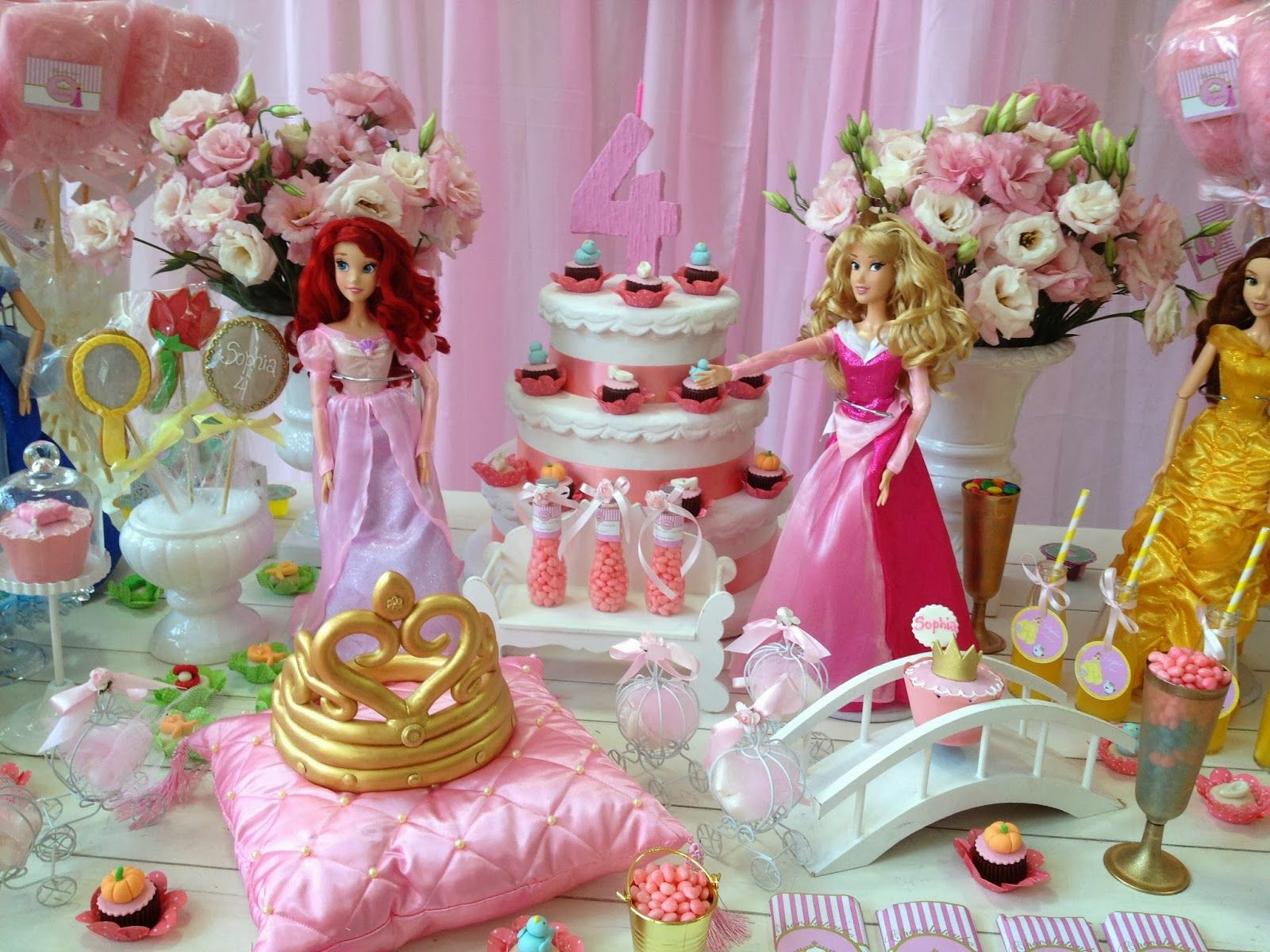 Decoraç u00e3o de Festa Infantil Princesas Disney BONECAS NA MESA,OK Pinterest Barbie birthday  -> Decoração De Festa Das Princesas Da Disney
