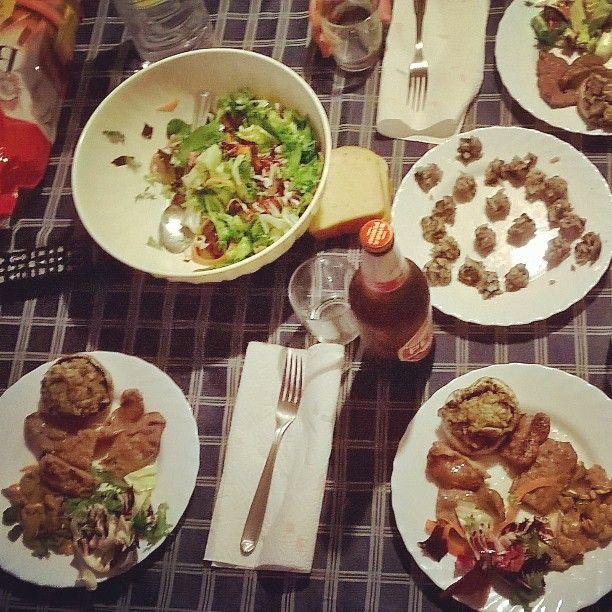 Profumo di casa #secondo #cena #polpettine #funghi #insalata #peroni #salsiccette #carne