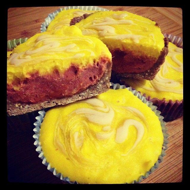 vegan cheesecake cupcakes | Raw Vegan Mango Persimmon Cheesecake Cupcakes