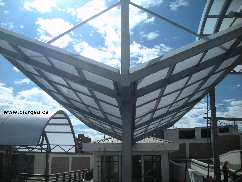 Techo de policarbonato marquesina con vigas tensoras for Techo policarbonato transparente