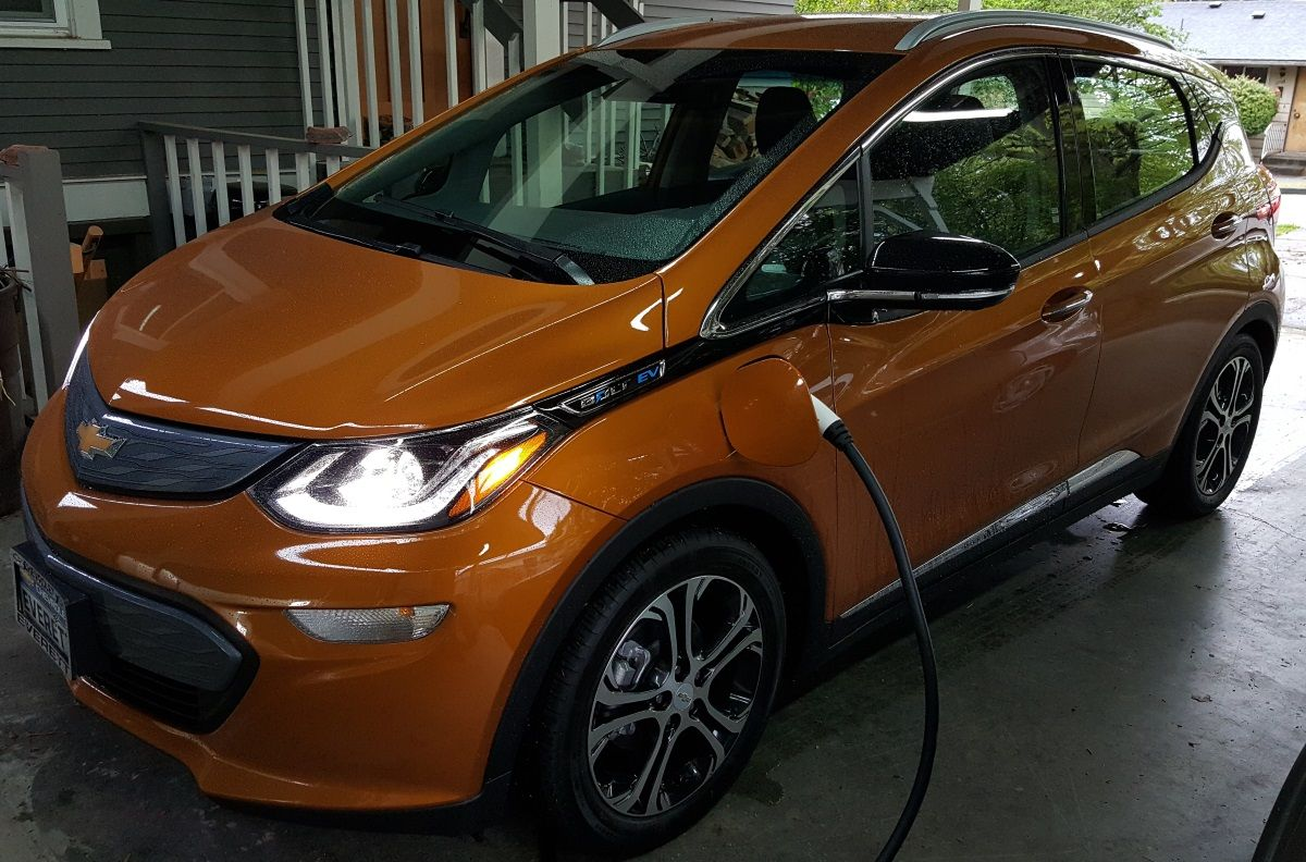 Chevrolet Bolt Ev Review At 200 Miles With Juice To Spare This Is The Affordable Electric Car To Beat Electric Cars Chevy Bolt Affordable Electric Cars