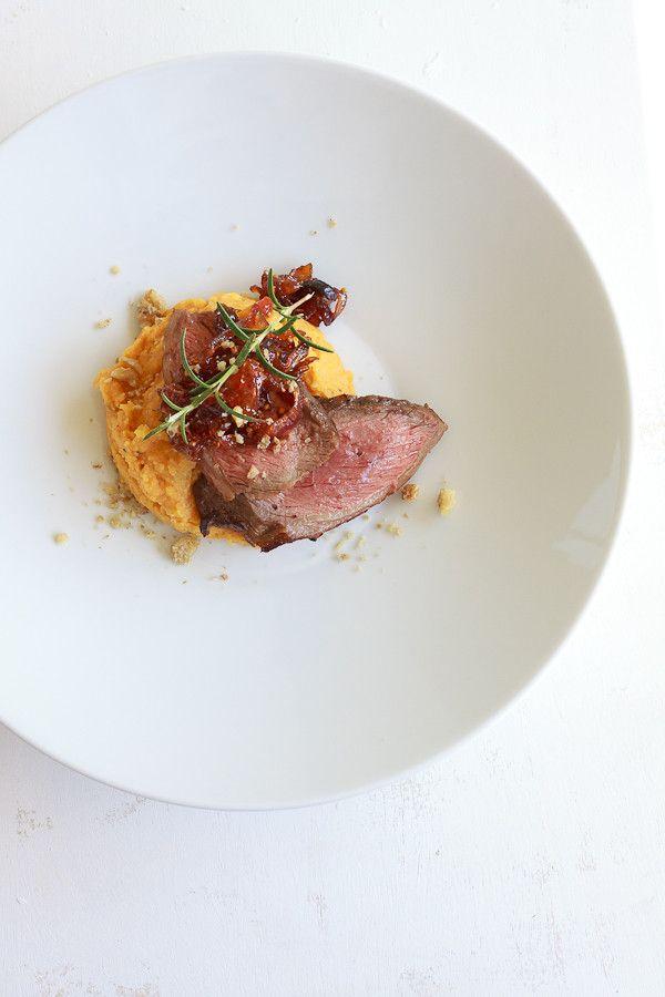 Pochierter Tafelspitz auf Süßkartoffel-Polenta mit Zwiebel-Chutney #beefdishes