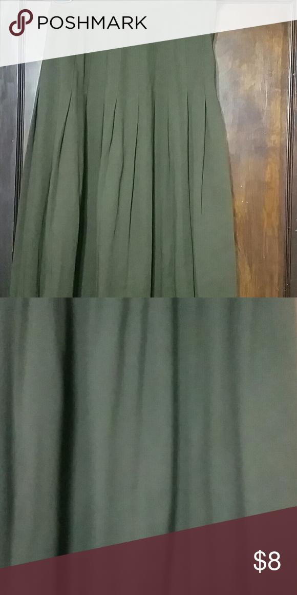 Vintage pleated skirt Smoke and pet free home. No slits