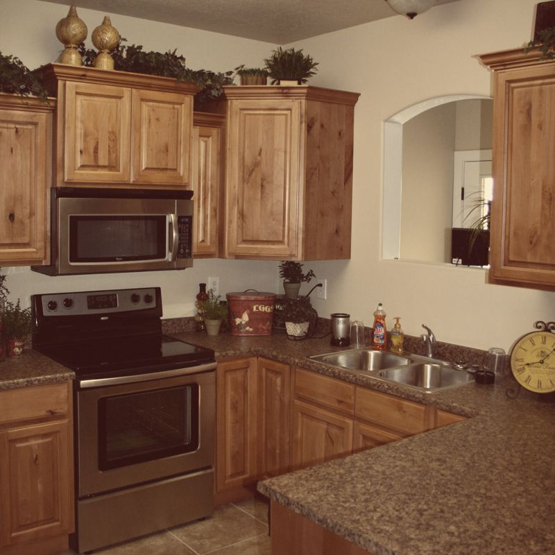 Knotted Oak Kitchen Cabinets