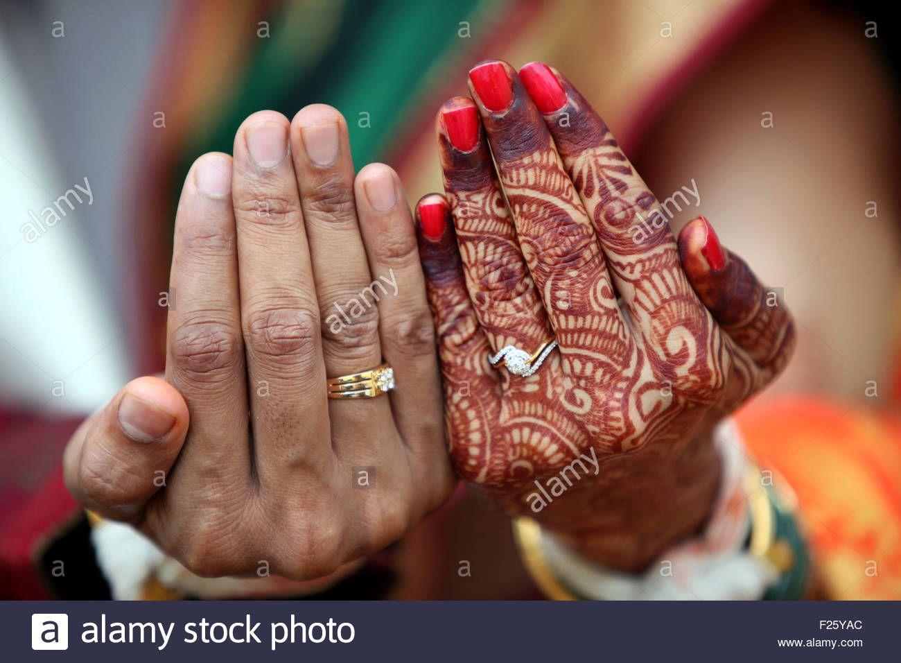 Bride Wedding Ring Finger In 2020 Wedding Ring Finger Wedding Ring Sets Vintage Affordable Wedding Ring Set