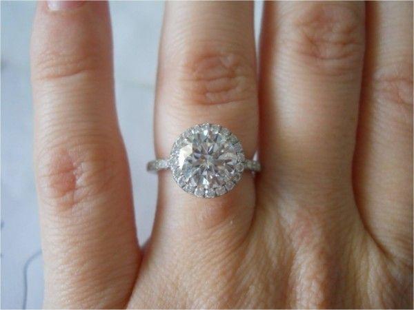 2 ct round diamond ring - Very #pretty #engagement ring