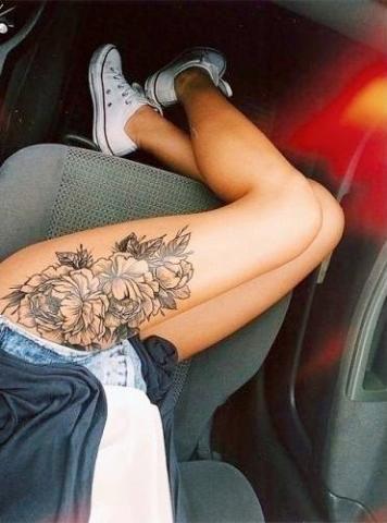 Tatuaz Kwiaty Na Udzie Najlepsze Tatuaze Tatuaz Wzory Tatuazy W Sieci Thigh Tattoo Designs Flower Thigh Tattoos Tattoos