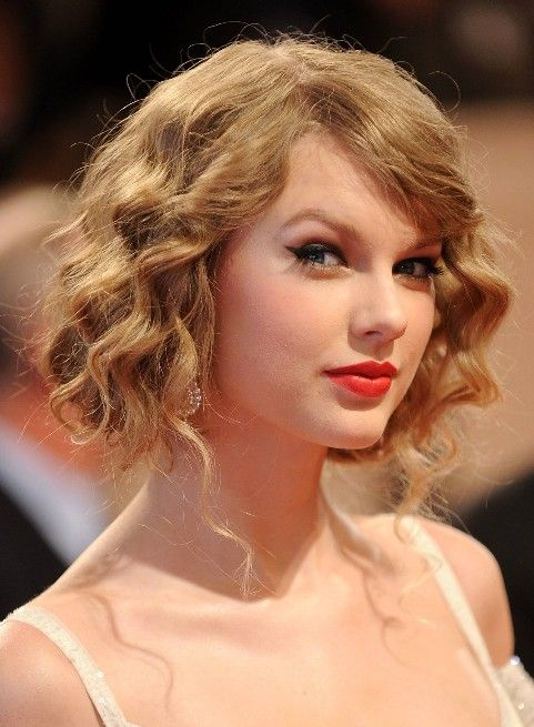 Ways To Style Short Hair For The Prom Prom Hair Hair Styles