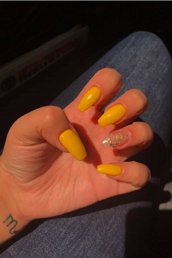 60 Yellow Nails With Gel And Matte In Oval And Coffin Shapes Page 10 Of 10 The First Hand Fashion News For Females In 2020 Yellow Nails Simple Acrylic Nails Acrylic Nails Yellow