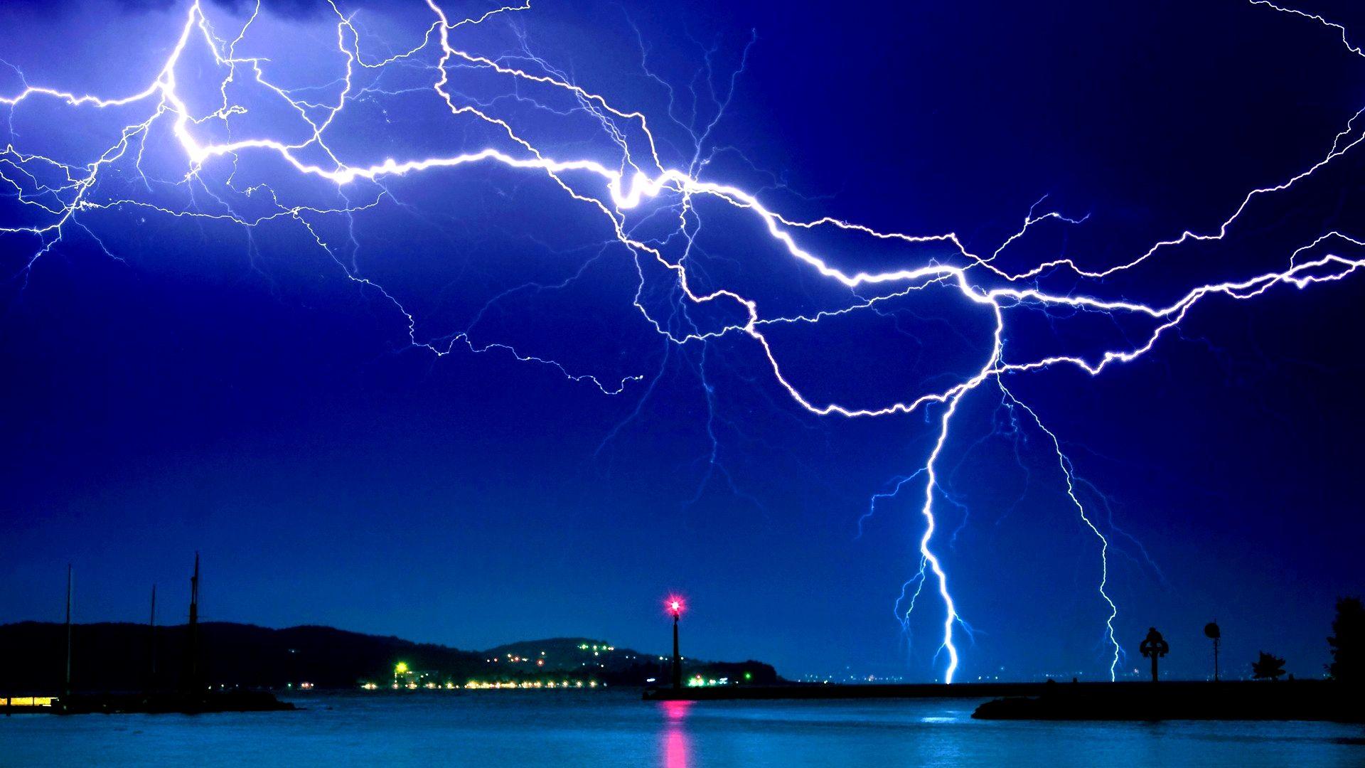 Amazing lightning wallpaper for desktop high resolution - Lighting strike wallpaper ...