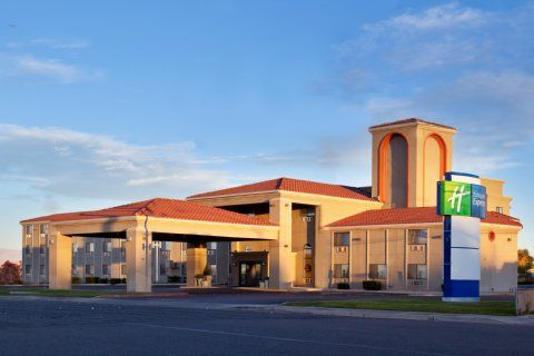 Dog Friendly Hotel In Page Az Holiday Inn Express Lake Powell