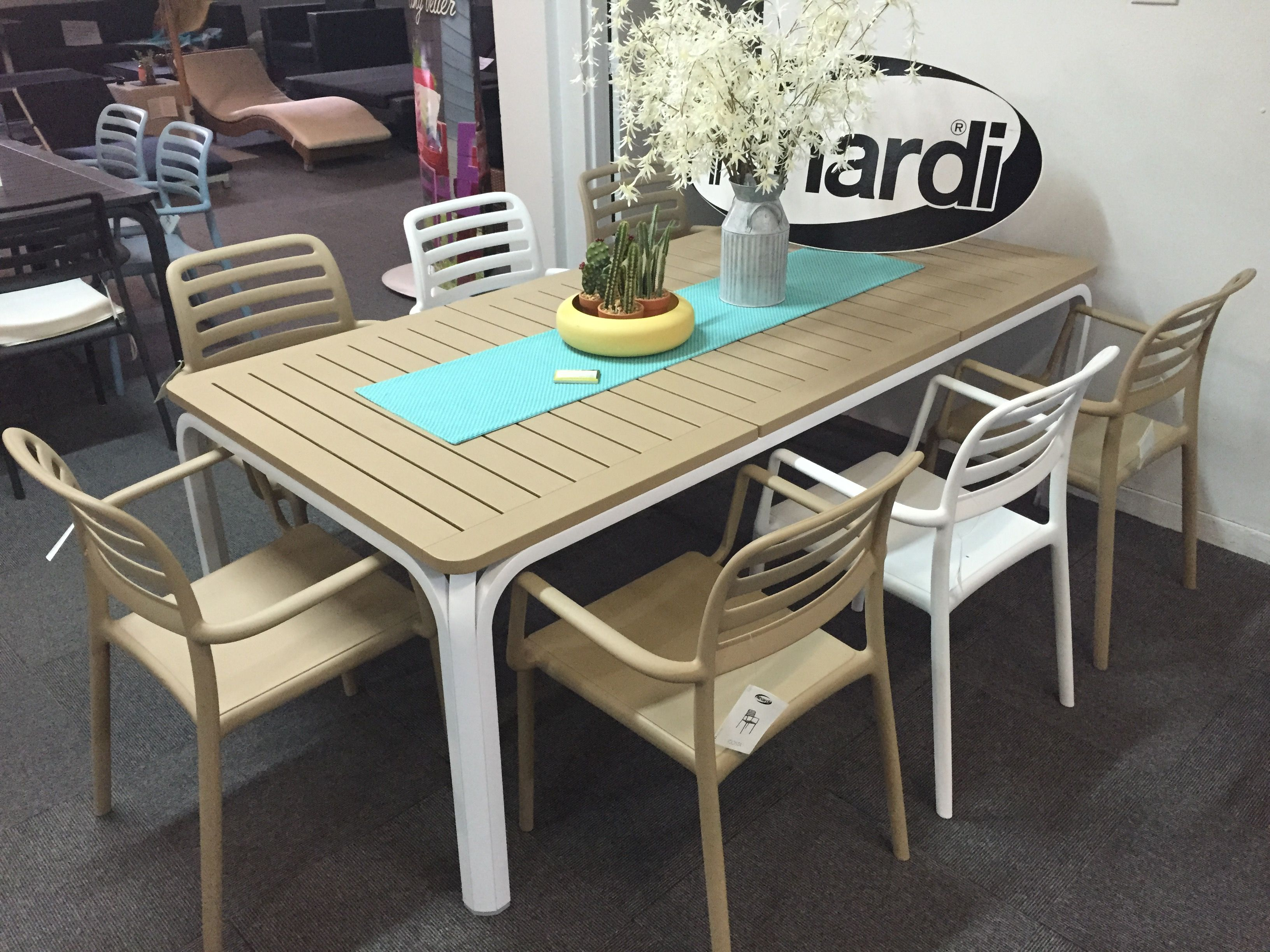Nardi Alloro 210 Table In White Avana With Costa Arm Chairs In
