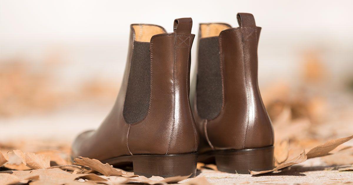 8c878b937dc Botines Chelsea marrones para mujer. Botines de piel elegantes y cómodos a  la altura del tobillo. Calzado clásico para vestir en cualquier ocasión.