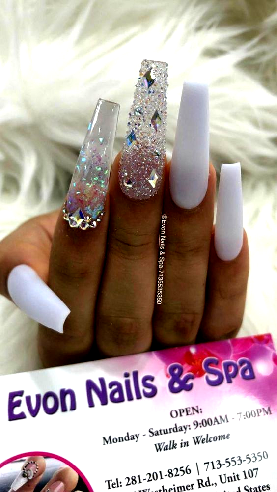 White Glitter Clear Extra Long Coffin Nails Coffinnail White Acrylic Nails Acrylic Clear Cof In 2020 White Acrylic Nails Coffin Nails Long Acrylic Nails Coffin