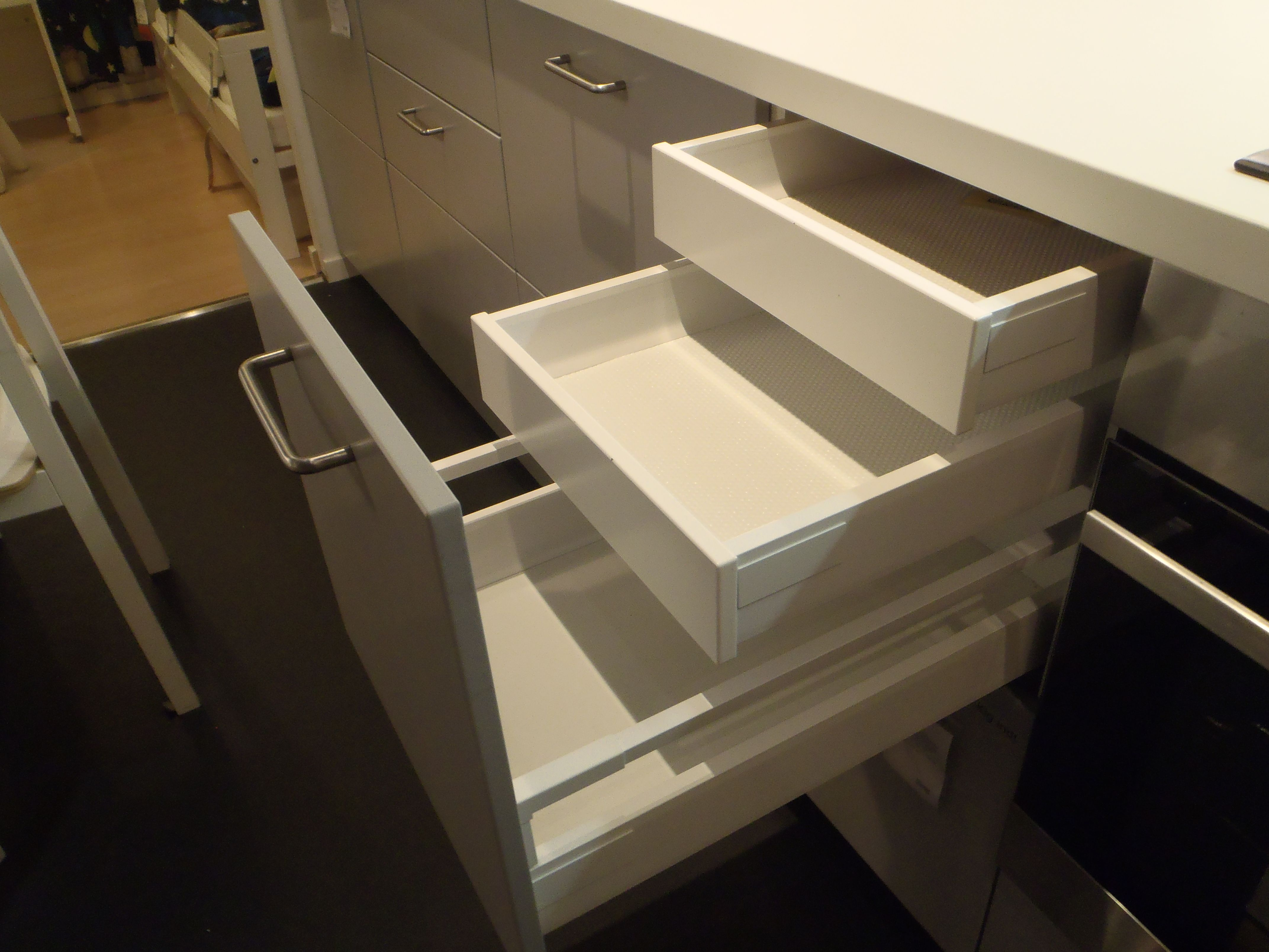 Best Ikea Metod The Drawers Are Now White Not Grey One Of 400 x 300