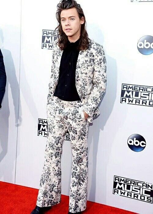 Nice suit Haz // Harry at the AMAs! #1DatAMA #AMAs1D (11-22-2015)