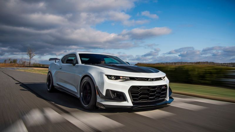 The Chevy Camaro Zl1 1le Responds To Gt500 S Dual Clutch What About A 10 Speed Slushbox Camaro Zl1 Chevrolet Camaro Chevy Camaro
